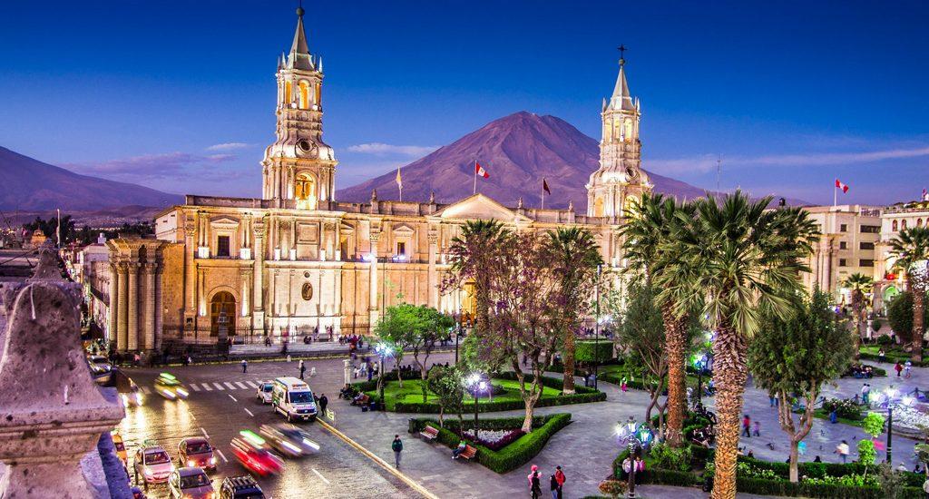 Conheça nossa praça principal de Lima