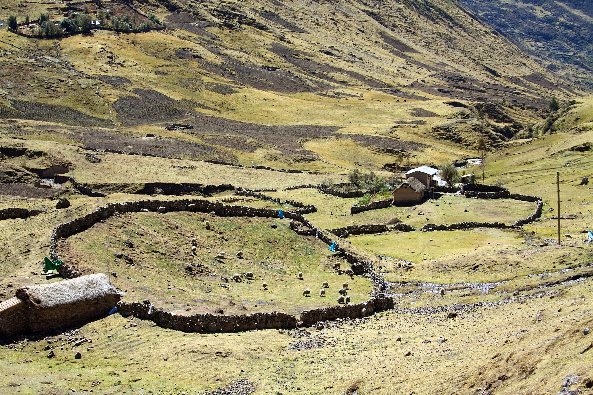 Blog Viagens Machu Picchu_Trilha_Lares_photoby_Mckaysavage_via_visualhunt