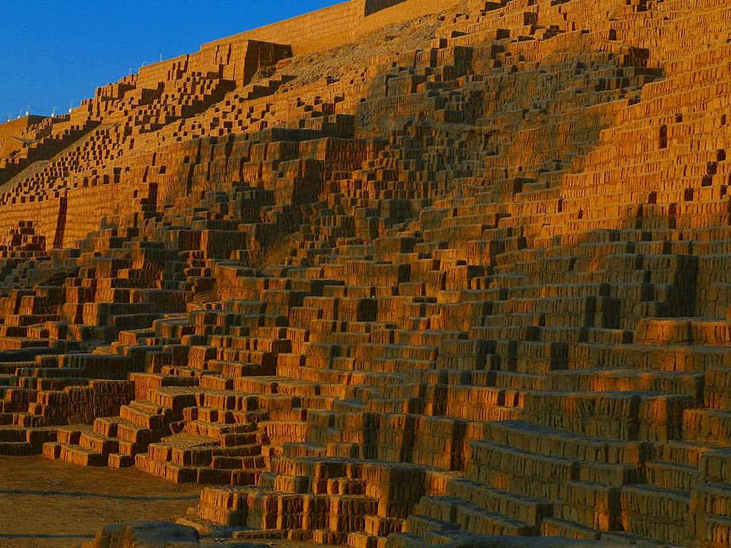 Blog Viagens Machu Picchu_Complexo_Huaca_Pucllana_photoby_Paul_A_Bischoff_via_visualhunt
